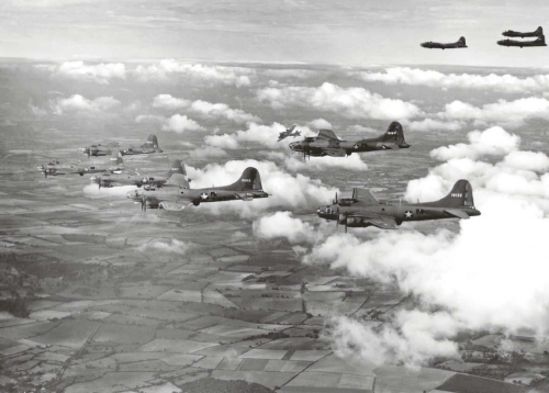 1157x829xBoeing-B-17E-Flying-Fortresses-form-up-over-England-1942_jpg_pagespeed_ic_CkVpDznVhI