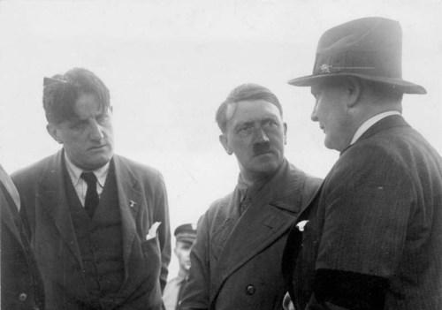 Bundesarchiv_Bild_102-14080,_Berlin,_Hitler,_Göring_und_Hanfstaengl