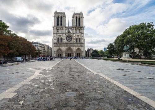 parvis-Notre-Dame