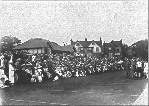 the crowd 1913