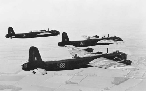 Three_Stirling_bombers_zzzzzzzzzzzzzzzzzzzzzz