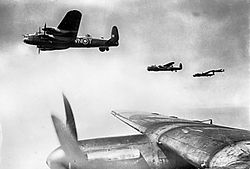 250px-Avro_Lancasters_flying_in_loose_formation